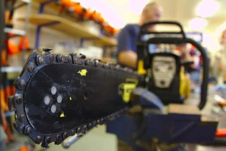 Saving Your Chainsaw With Chain and Bar Oil