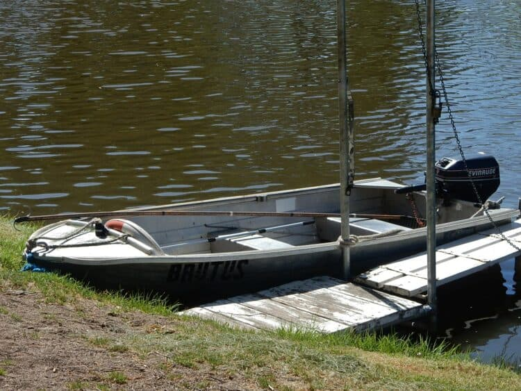 How to Size an Outboard Motor for a Dinghy