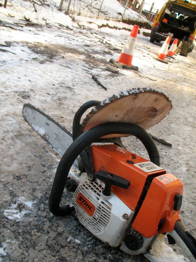 how to replace a fuel line on a chainsaw