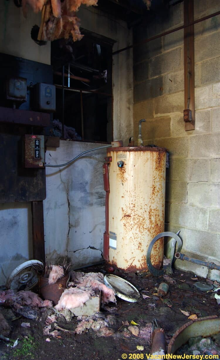 How do water heaters explode