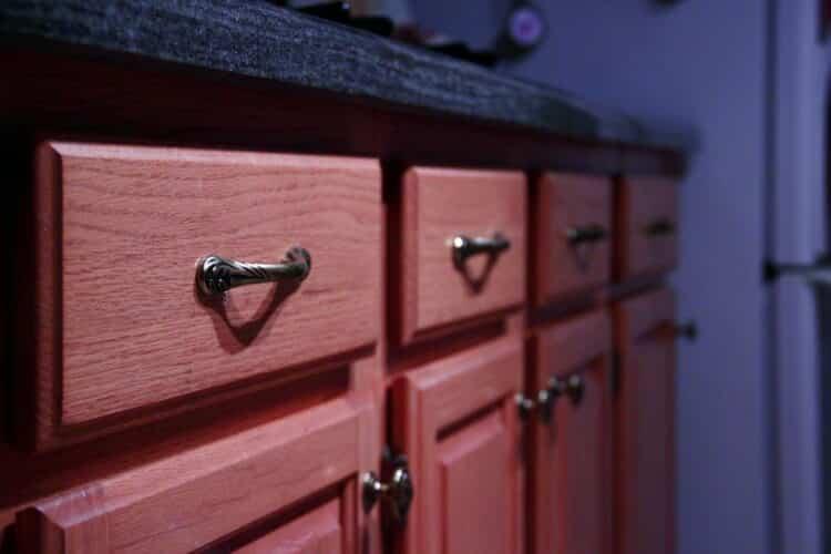 kitchen cabinet knob placement