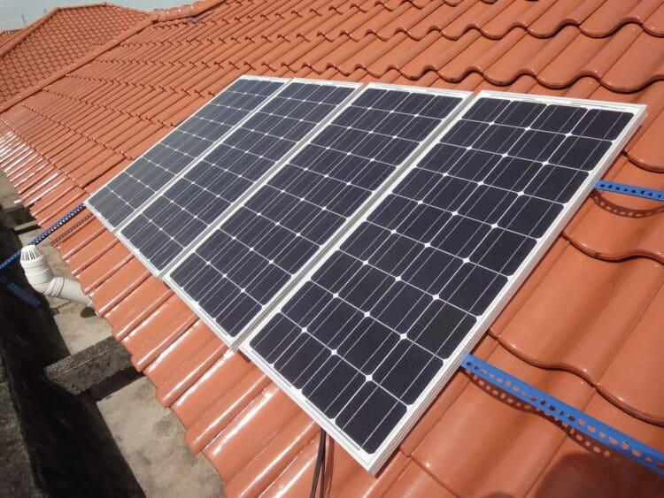 Off-grid solar generator