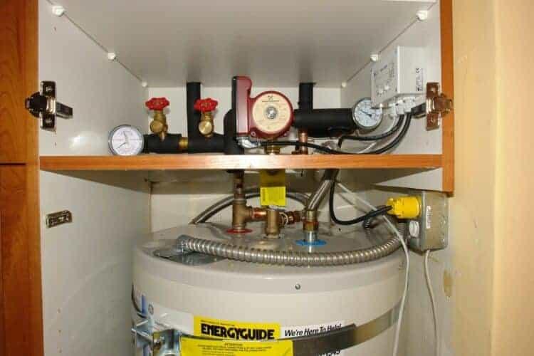 hot water mixing valve