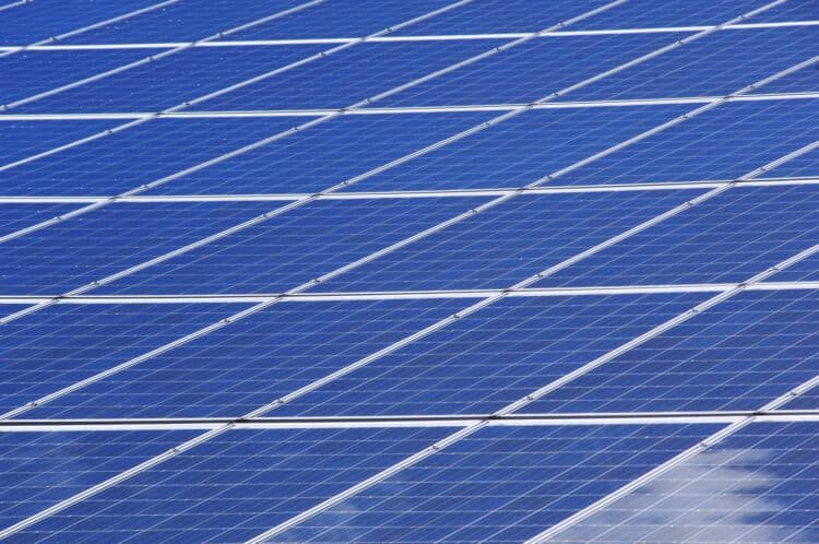 Do solar panels need direct sunlight
