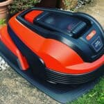 How do robotic lawn mowers work