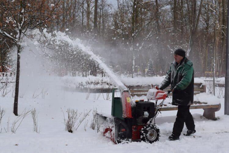 Snow blower salt spreader